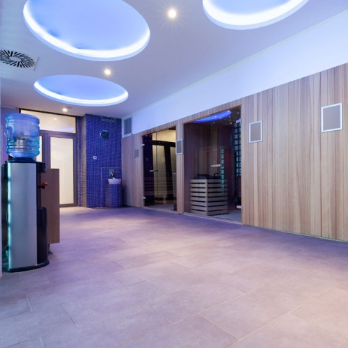 Jacuzzi Sauna Glass Brick Feature