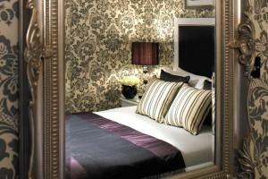Chic Hotel Bedroom Flemings Mayfair