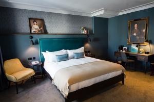 chrysalis-avon-gorge-hotel-bedroom-casegoods