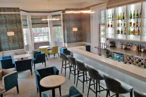 chrysalis-barnett-hill-hotel-bar-design