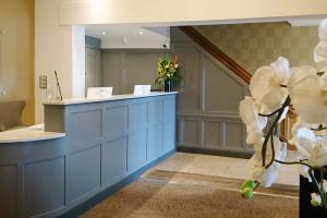 chrysalis-glendower-hotel-reception-desk