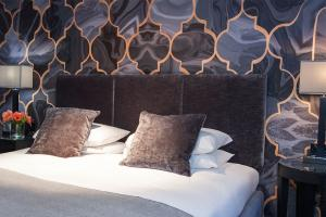 chrysalis-malmaison-liverpool-bedroom-wallpaper