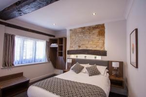 chrysalis-the-hind-hotel-bedroom