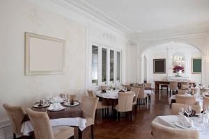 Elegant Traditional Hotel Restaurant Interior
