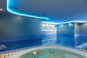 Recesses Ceiling Light Stone Wall Swimming Pool